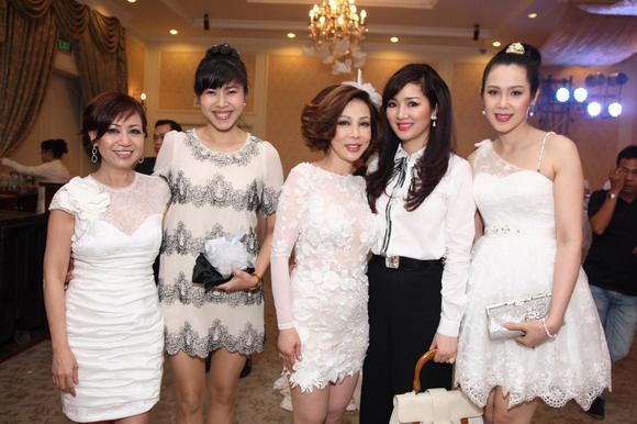 Van Trang tuoi tan di tiec cung mau nam Next Top Model hinh anh 7