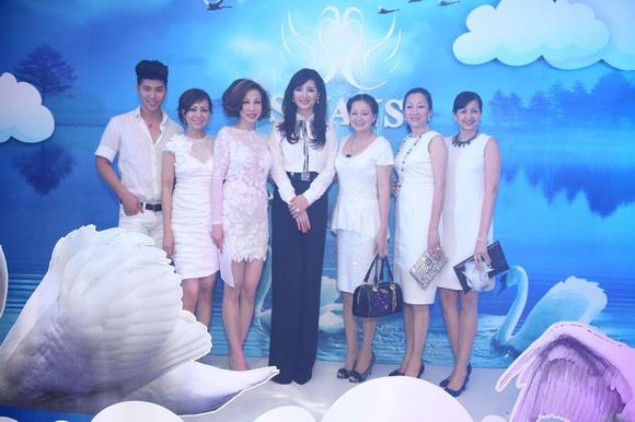 Van Trang tuoi tan di tiec cung mau nam Next Top Model hinh anh 8
