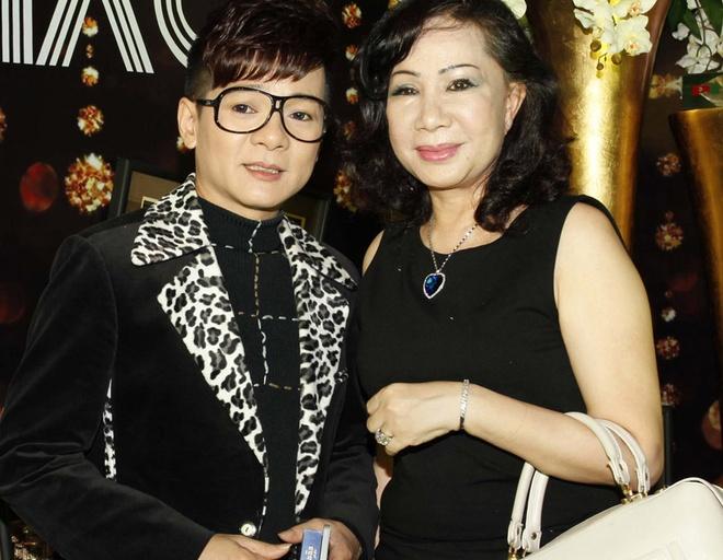 Vo chong Vu Ha mac ton sur ton di xem liveshow Thanh Thao hinh anh