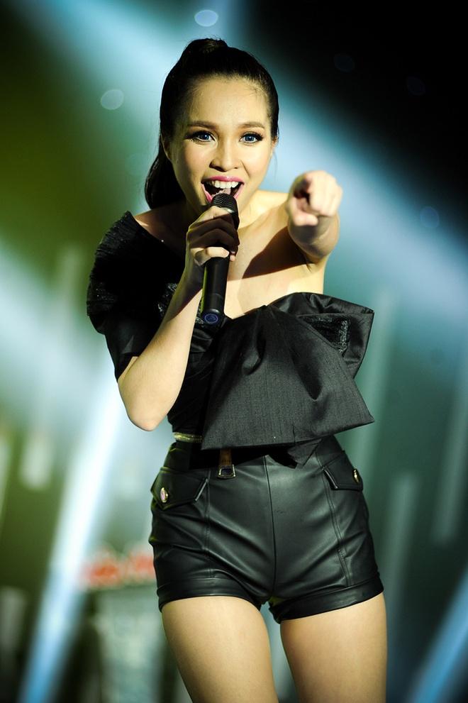 Hien Thuc - My Tam bung no tren san khau liveshow hinh anh 13