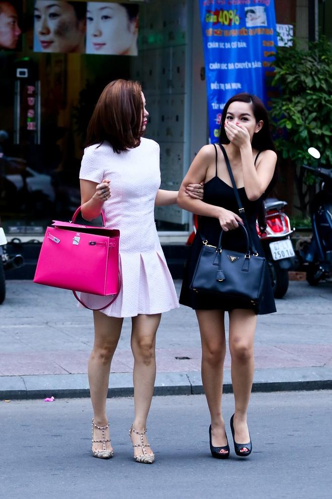 Minh Hang, Pham Quynh Anh gay chu y vi mac vay ngan tren pho hinh anh 6