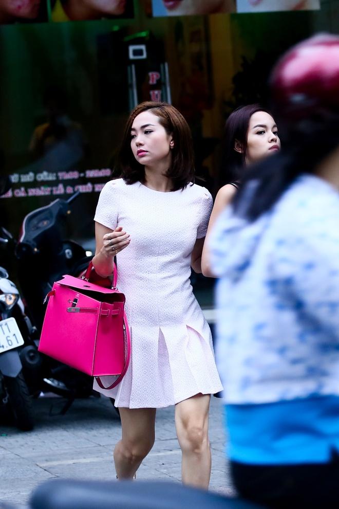 Minh Hang, Pham Quynh Anh gay chu y vi mac vay ngan tren pho hinh anh 5