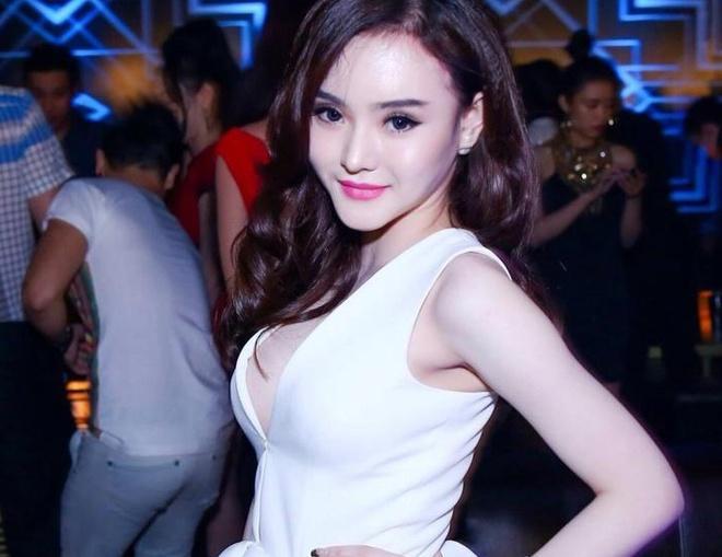 Em gai Angela Phuong Trinh bi nghi nang cap vong mot hinh anh