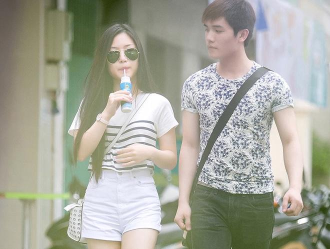 Huong Tram lan dau lo dien sau scandal mac phan cam hat bar hinh anh