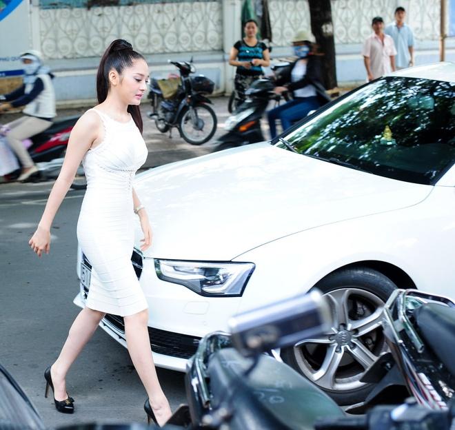 Tran Lap om chat Bao Anh tren san khau, xoa tin don ran nut hinh anh 15 Sau họp báo, Bảo Anh tự lái xe về.