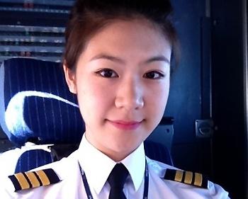Ngam ban gai phi cong Vietnam Airlines cua Truong The Vinh hinh anh