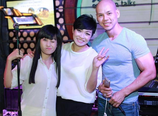 Phan Dinh Tung va ba xa xinh dep tinh cam moi luc moi noi hinh anh 9