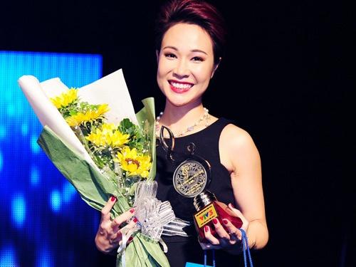 Uyen Linh thong tri dem chung ket Bai hat Viet 2014 hinh anh