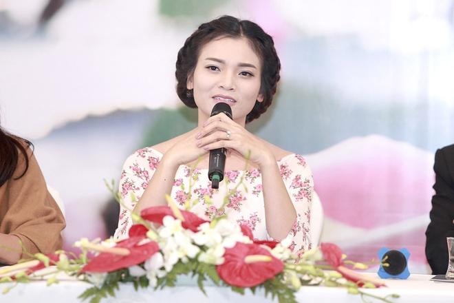 Pham Phuong Thao nghen ngao nuoc mat trong hop bao album hinh anh 2