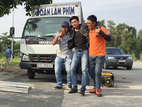 Vo Thanh Tam bi chan thuong tren phim truong cua Ly Hai hinh anh