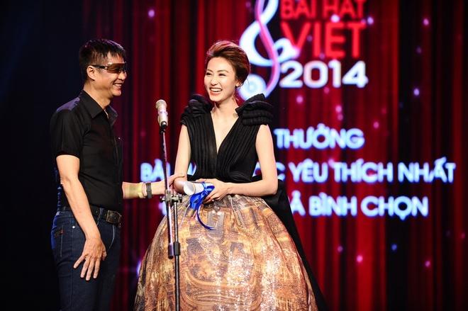 Vu Cat Tuong nhan con mua giai thuong tai Bai hat Viet 2014 hinh anh 1