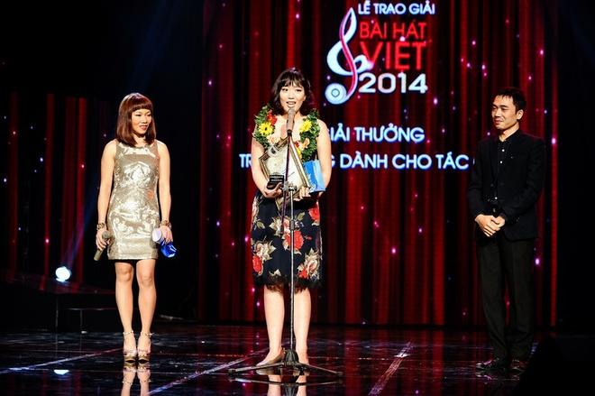 Vu Cat Tuong nhan con mua giai thuong tai Bai hat Viet 2014 hinh anh 11