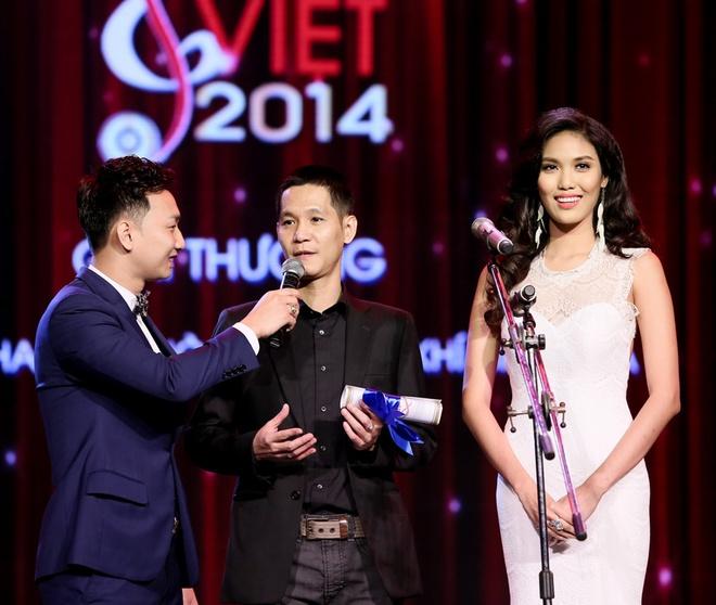 Vu Cat Tuong nhan con mua giai thuong tai Bai hat Viet 2014 hinh anh 9