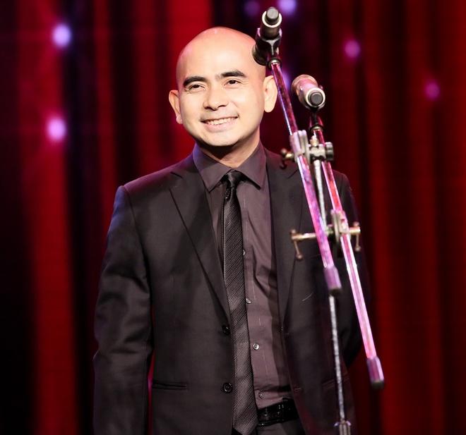 Vu Cat Tuong nhan con mua giai thuong tai Bai hat Viet 2014 hinh anh 14 Mở màn lễ trao giải, nhạc sĩ Đức Trí đã đại diện cho Hội đồng thẩm định xuất hiện trên sân khấu để tổng kết Bài hát Việt 2014 và chúc mừng sinh nhật chương trình tròn 10 năm tuổi.