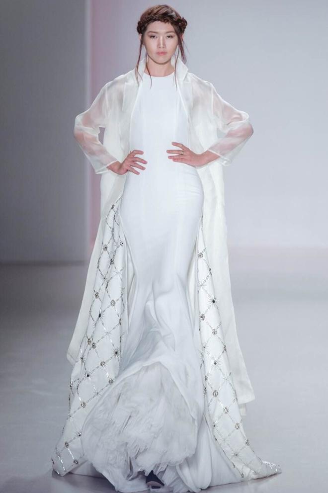 Ly Qui Khanh hon Tuyet Lan o san dien New York Fashion Week hinh anh 4