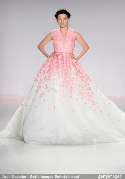 Ly Qui Khanh hon Tuyet Lan o san dien New York Fashion Week hinh anh 16