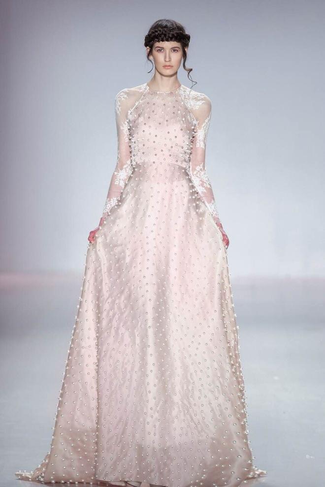 Ly Qui Khanh hon Tuyet Lan o san dien New York Fashion Week hinh anh 3