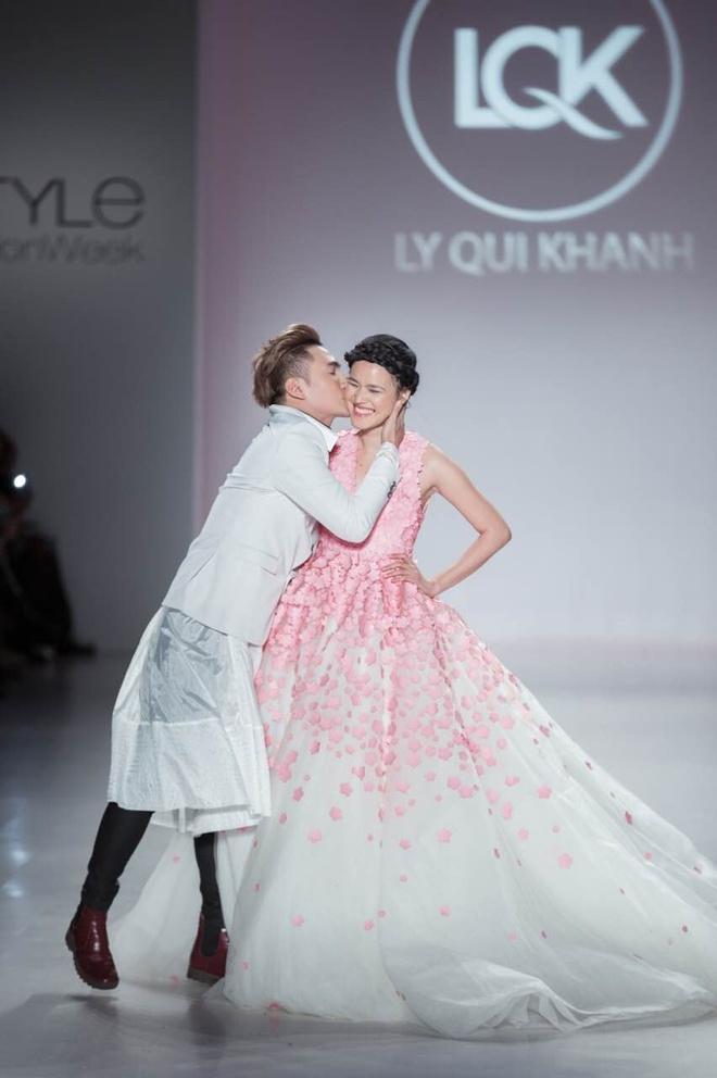 Ly Qui Khanh hon Tuyet Lan o san dien New York Fashion Week hinh anh 17