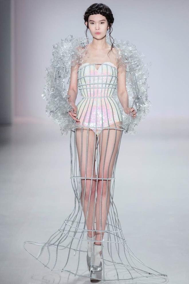 Ly Qui Khanh hon Tuyet Lan o san dien New York Fashion Week hinh anh 1