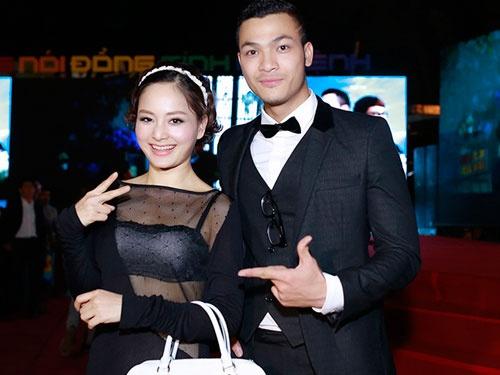 Lan Phuong dien vay mong tang di xem phim cua Vu Tuan Viet hinh anh