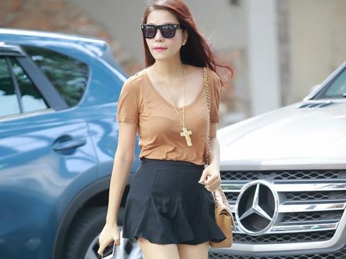 Ngo Mai Trang duoc chong tang xe sang khi mang bau hinh anh