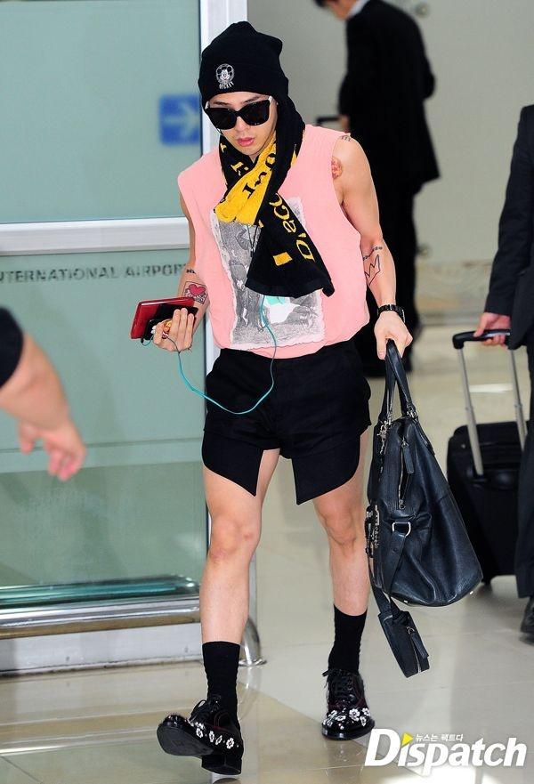 """Phong cach thoi trang ky quac cua my nam Han hinh anh 2 G-Dragon (Big Bang) vốn được coi là """"người tạo ra xu hướng"""" với phong cách thời trang  cực chất của mình. Tuy nhiên, với bộ trang phục """"khó coi"""" này, anh chàng đã  khiến nhiều người phải """"mắt tròn mắt dẹt""""."""