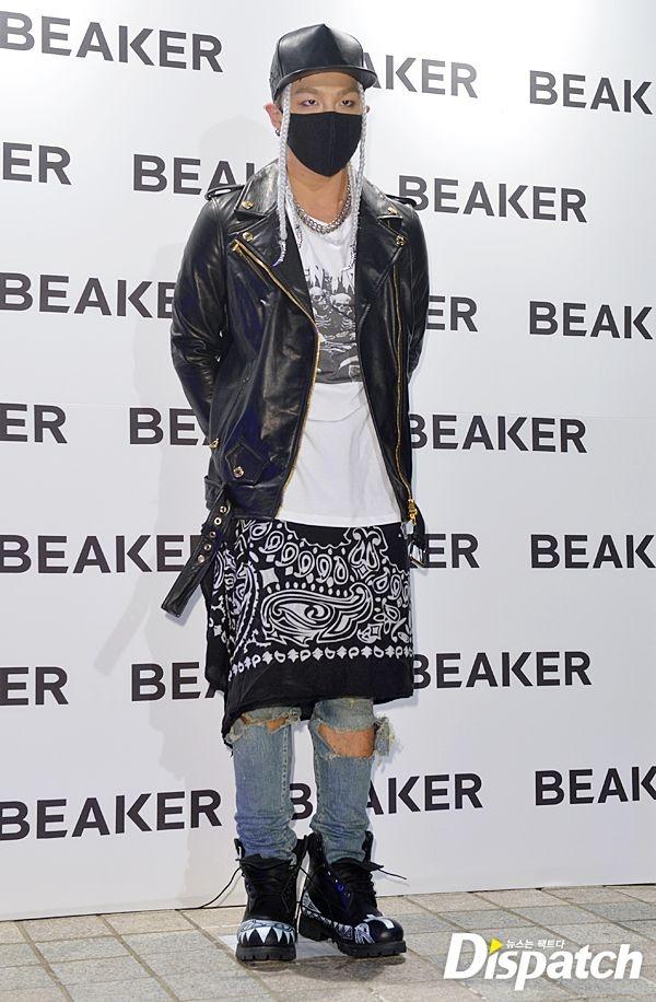 Phong cach thoi trang ky quac cua my nam Han hinh anh 5 Thành viên TaeYang của Big Bang cũng đã từng bị chỉ trích vì chọn trang phục kém lịch thiệp khi dự sự kiện. Ngoài ra, xét về phương diện thời trang, bộ đồ này khiến đôi chân của anh ngắn đi vài phần.
