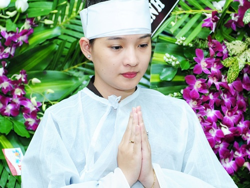 Me Duy Nhan khong muon Kieu Oanh sinh con mot minh hinh anh