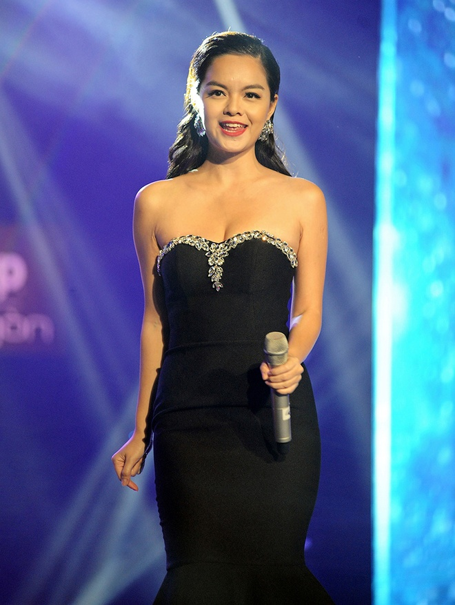 Pham Quynh Anh mac goi cam ngoi ghe nong game show hinh anh 4
