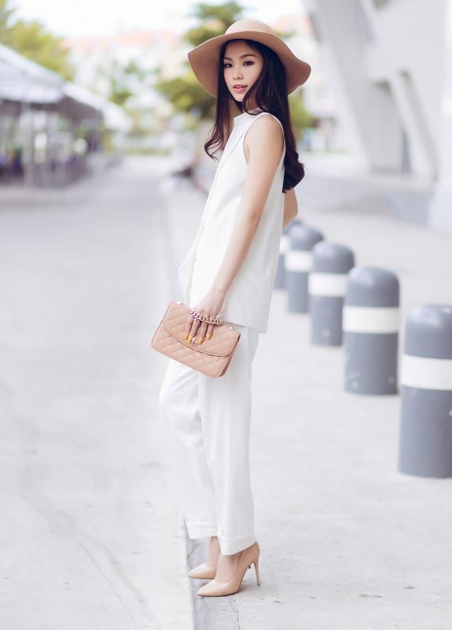 A hau Diem Trang goi cam voi 6 trang phuc duong pho hinh anh 6
