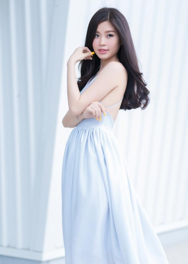 A hau Diem Trang goi cam voi 6 trang phuc duong pho hinh anh 9