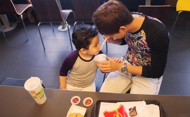 Tim cham soc con trai khi Truong Quynh Anh ban luu dien hinh anh 3