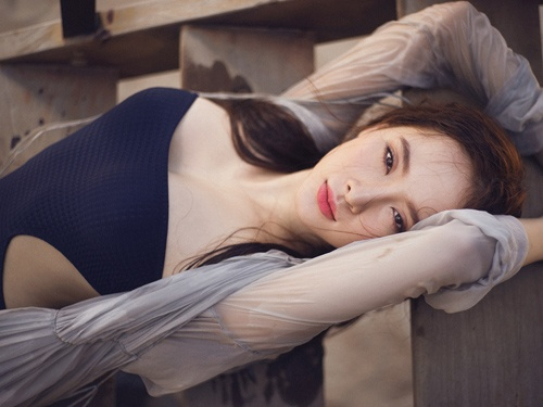 Angela Phuong Trinh quyen ru voi bikini truoc bien hinh anh