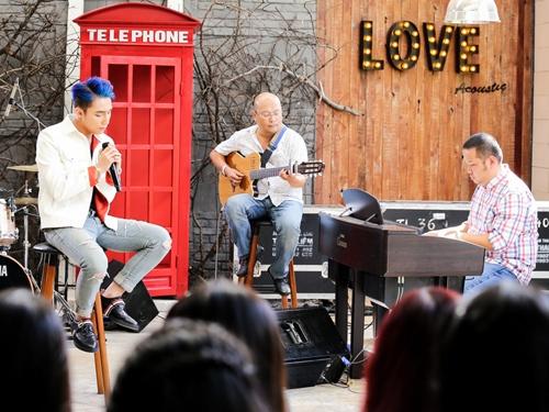 Son Tung M-TP bieu dien 'Am tham ben em' live streaming hinh