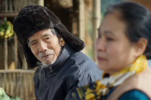 """Dien vien Tran Hanh: 'Dung ai thuong hai toi' hinh anh 1 NSƯT Trần Hạnh trong phim """"Bão qua làng"""". Ảnh: TL"""