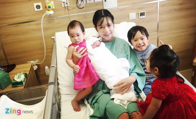 Ly Hai - Minh Ha hanh phuc ben con trai thu 4 vua chao doi hinh anh 9