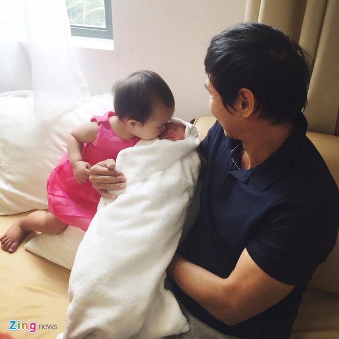 Ly Hai - Minh Ha hanh phuc ben con trai thu 4 vua chao doi hinh anh 8