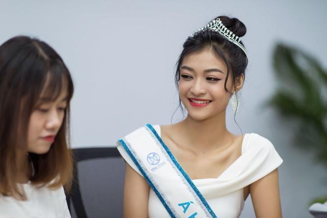Hoa hau Thuy Linh: 'Toi se theo duoi nghe thuat, tro thanh nguoi mau' hinh anh 19