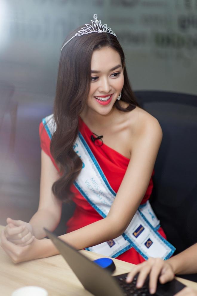 Hoa hau Thuy Linh: 'Toi se theo duoi nghe thuat, tro thanh nguoi mau' hinh anh 17