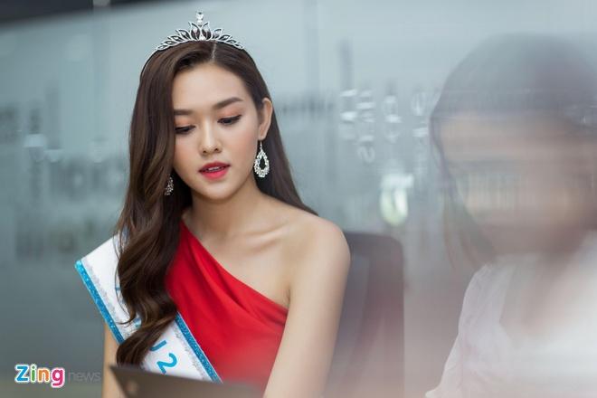 Hoa hau Thuy Linh: 'Toi se theo duoi nghe thuat, tro thanh nguoi mau' hinh anh 16