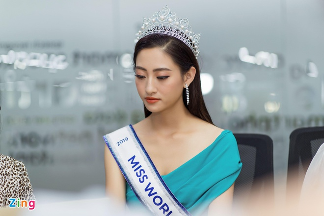 Hoa hau Thuy Linh: 'Toi se theo duoi nghe thuat, tro thanh nguoi mau' hinh anh 9