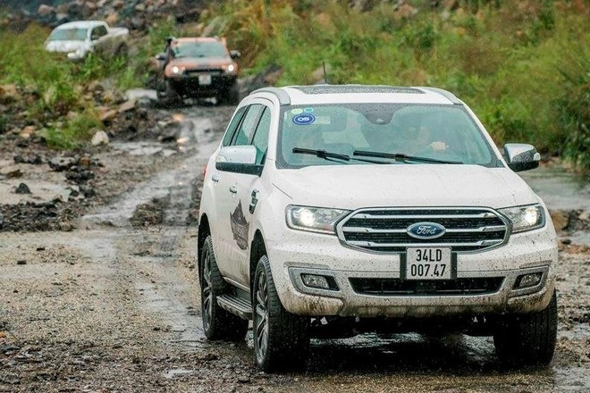 SUV 7 cho tam gia 1,4 ty, chon Toyota Fortuner hay Ford Everest? hinh anh