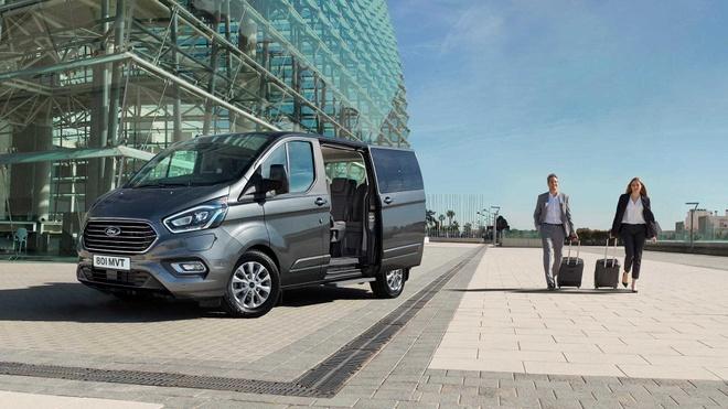 Ford Tourneo ra mat VN, MPV 7 cho thuc dung gia tu 999 trieu hinh anh 2