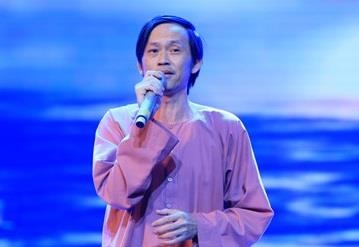 Kham phuc kha nang Hoai Linh gia giong cac ca si gao coi hinh anh