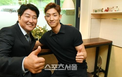 Tai tu Song Kang Ho len tieng xin loi vi con trai choc gian fan EXO hinh anh 1