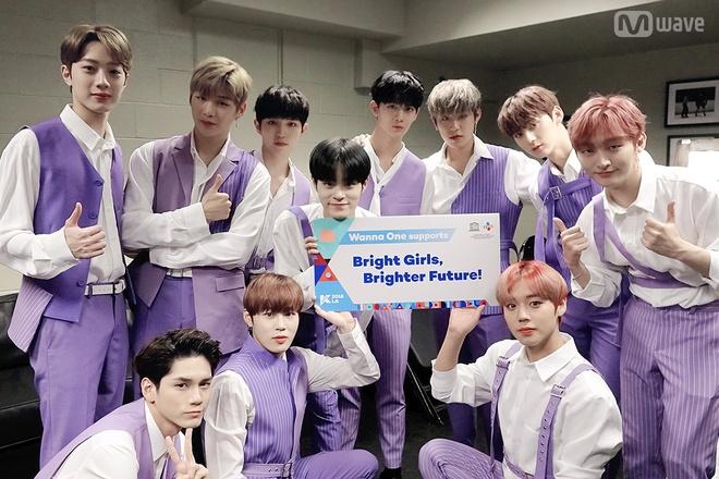 Nhin lai cac xu huong thoi trang tung khuay dong Kpop trong nam 2018 hinh anh 10
