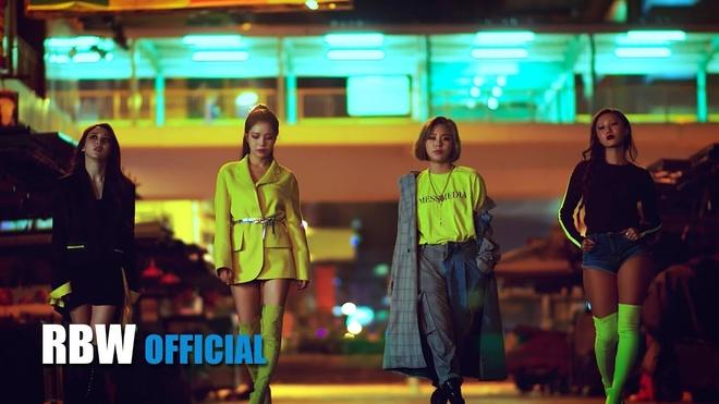 Nhin lai cac xu huong thoi trang tung khuay dong Kpop trong nam 2018 hinh anh 8