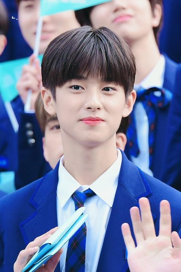 Thuc tap sinh ProduceX101 anh 2