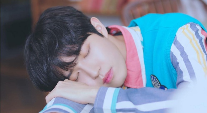 Yoo Jung xuat hien an tuong trong MV ra mat cua giong ca chinh WANNA ONE anh 1