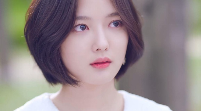 Yoo Jung xuat hien an tuong trong MV ra mat cua giong ca chinh WANNA ONE anh 10